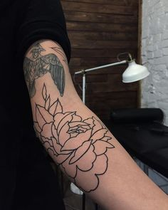 Начали рукавчик для моей Катюши @dzhiadze ❤️❤️❤️ #sashatattooing #linework #dotwork #tattoo #peony #peonytattoo #love