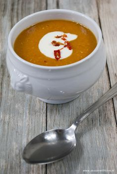 Rode linzensoep - Season with love Veggie Recipes, Soup Recipes, Healthy Recipes, Healthy Diners, Slow Cooker Recipes, Cooking Recipes, Lunch Restaurants, Good Food, Yummy Food