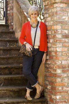 style at a certain age - Easy Chic mit Farbklecks und Leo-Accessoires - frisch, lässig und erwachsen.