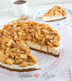 Monchoutaart with cinnamon apple and fudge sauce - Kitchen ♥ Love - . - Monchout pie with cinnamon apple and fudge sauce – Kitchen ♥ Love – - Baking Recipes, Cake Recipes, Dessert Recipes, I Love Food, Good Food, Yummy Food, Food Cakes, Cupcake Cakes, Cupcakes