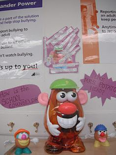 {love} Intro to school counselor lesson - How is the school counselor like Mrs. Potato Head?   ie. ears for listening, glasses for helping students see problems clearly or see a different perspective, etc.