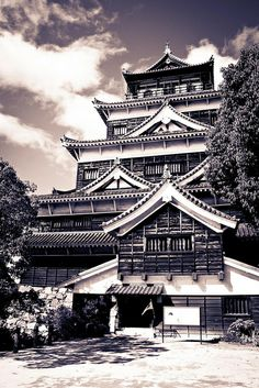 Hiroshima Castle, Japan 広島城 - Looks just like the one in Age of Empires II.