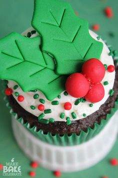 Deck the halls with boughs of holly {cupcakes}!