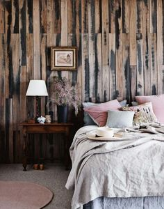 reclaimed wood pallet wall