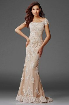 Evening Gowns Couture, Lace Evening Gowns, Evening Gowns With Sleeves, Mother Of The Bride Dresses Long, Mothers Dresses, Grooms Mother Dresses, Romantic Lace, Romantic Evening, Mob Dresses