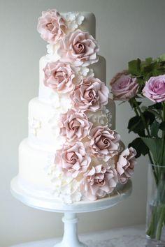 a pastel weeding cake