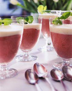 Rhabarbercreme mit Weinsauce - Rhabarber: Herzhaftes, Süßes & Drinks - [LIVING AT HOME]