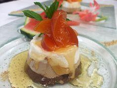 Semifreddo ai tre cioccolati con pesche al Moscato d'Asti