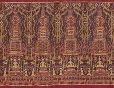 Woven khmer silk (hol khmer) from Cambodia (Takeo Province) Weaving Textiles, Weaving Art, Art Chinois, Art Japonais, Ikkat Silk Sarees, Fabric Rug, Weaving Projects, Ikat, Textile Art