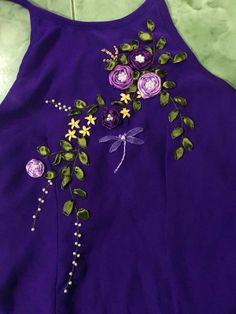 Embroidery Purse, Embroidery On Kurtis, Kurti Embroidery Design, Embroidery Neck Designs, Basic Embroidery Stitches, Floral Embroidery Patterns, Ribbon Flower Tutorial, Ribbon Embroidery Tutorial, Silk Ribbon Embroidery