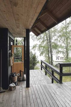 My Scandinavian home: A tour through an idyllic Finnish summer cottage Scandinavian Cottage, Summer Cabins, Cottage In The Woods, Cottage Exterior, Cabins And Cottages, Tin, House Design, Inspiration, Final Days