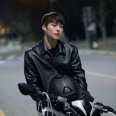 Handsome Asian Men, Handsome Boys, Pretty Men, Pretty Boys, Asian Actors, Korean Actors, Korean Photography, Kdrama Actors, Bts And Exo