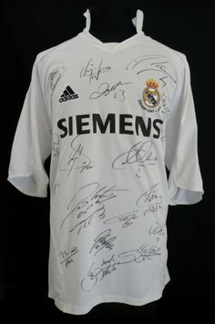 Get a Real Madrid signed shirt! Soccer Post, Football Soccer, Football Shirts, Real Madrid Wallpapers, Uefa Super Cup, Professional Football, Uefa Champions League, Sport Outfits, My Style