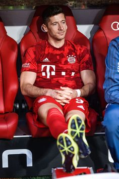 Nadia, Obsessed with the German NT and FC Bayern Munich. Oh, and of course Manuel Neuer. World Football, Football Players, Anime Dad, International Champions Cup, Fc Bayern Munich, Robert Lewandowski, Football Pictures, Liverpool Fc, Fifa