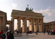 Le città di Berlino di qua e di là dal muro https://hikcal.com/italy/le-citta-di-berlino-di-qua-e-di-la-dal-muro/ #thehikingcalendar #Adventure #Deutschland #Europa #Europe #Germania #Germany #History #Italia #Italien #Italy #Storia #Trek #Trekking