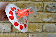 Paper Plate Alien Spaceship - a great craft for Preschoolers exploring space