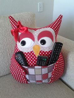 Fabric Crafts Make a Owl Pillow Remote - Women's Fashion Ideas - - Fabric Crafts Make a Owl Pillow Remote – Women's Fashion Ideas DIY und Selbermachen Stoff Handwerk machen eine Eule Kissen Fernbedienung – Damenmode Ideen Owl Sewing, Sewing Toys, Sewing Crafts, Sewing Projects, Sewing Stuffed Animals, Stuffed Toys Patterns, Remote Holder, Owl Cushion, Owl Pillow