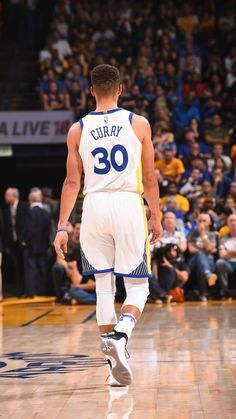 golden s tate warriors Stephen Curry Family, Nba Stephen Curry, Stephen Curry Shoes, Nba Players, Basketball Players, Mvp Player, Stefan Curry, Stephen Curry Shooting, Golden State Warriors Wallpaper