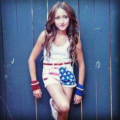Dit is Noah Cyrus. 12 jaar oud. Ze is het zusje van Miley.