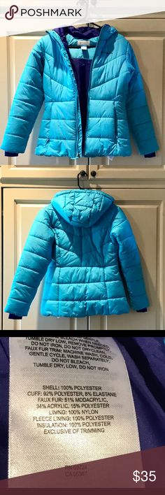 "Very nice Columbia ""ski"" jacket Columbia ""ski"" jacket!  Never worn!  It's a girl size 14/16 but it fits me fit.  I'm 5'5"" 116 lbs FYI  Excellent condition!!! Pretty teal and blue color Columbia Jackets & Coats Puffers"