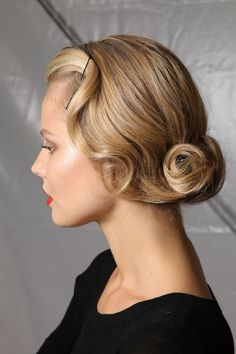 Get inspired: Ultra-classy #vintage hair style, definitely #wedding perfect!