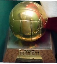 1964 Denis Law, Manchester United Legends, Man Utd News, Football Memorabilia, Man United, Soccer Ball, Cool Photos, The Unit, Ballon D'or