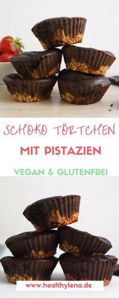 Schokolade und Pistazien – diese Mischung klang so vielversprechend, dass ich meinen veganen Schoko Törtchen dadurch das gewisse Etwas verleihen wollte. Und es hat geklappt! Die salzig-würzigen Pistazien passen ganz hervorragend zu der süßen Schokolade. Das Rezept findet ihr jetzt auf healthylena.de: glutenfrei & ohne Zucker!