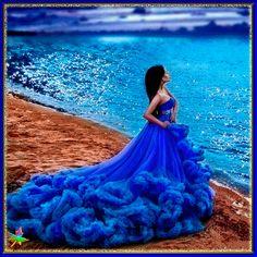девушка в васильковом платье
