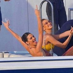 Kenny and Bella on a boat living their best life's Urban Aesthetic, Aesthetic Fashion, Bella Hadid, Rihanna Vogue, Skateboard, Kendall Jenner Makeup, Parisian Girl, Streetwear, Hypebeast Women