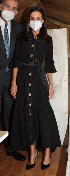 Prince Harry And Megan, Estilo Real, Queen Letizia, Royal Fashion, Color Negra, Beautiful Dresses, Spring Fashion, Memories, Fashion Outfits