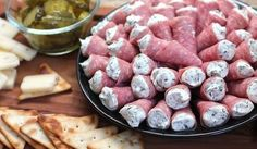 Salami Cornucopia Here is an appetizer that is so fun to serve! With a delicious and creamy herb filling, these can be made up to a day ahead. Salami Cornucopia 25 thin slices of Genoa salami (~½ lb) - prefer. Salami Appetizer, New Year's Eve Appetizers, Cheese Appetizers, Finger Food Appetizers, Yummy Appetizers, Appetizer Recipes, Meat And Cheese Tray, Cream Cheese Roll Up, Snacks