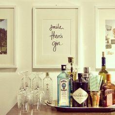 Smile, there's gin! Was ist euer Lieblings-Gin? Smile, there's gin! Bar Cart Styling, Bar Cart Decor, Bandeja Bar, Decoration Photo, Gold Bar Cart, Bar Tray, Gin Bar, Boho Home, Diy Décoration