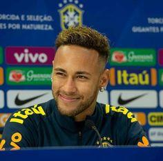 Neymar Jr, Girls Dream, Fc Barcelona, Football Players, Little Boys, Barber, Haircuts, Brazil, Photos