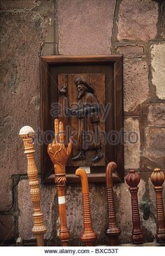 France, Pyrenees-Atlantiques, St-Jean-Pied-de-Port,. Pilgrim's Staffs and Woodcarving Representing St James - Stock Image