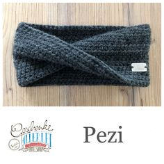 Tunella's Geschenkeallerlei präsentiert: Das ist Pezi, ein nahtlos gehäkeltes Stirnband mit Twist aus einer Alpaka/Wolle/Acryl-Mischung - du kannst dich warm anziehen, dank sorgfältigem Entwurf, liebevoller Handarbeit und deinem fantastischen Geschmack wirst du umwerfend aussehen #TunellasGeschenkeallerlei #Häkelei #drumherum #Stirnband #Twist #Alpaka #Wolle #Pezi