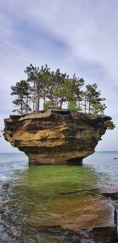 Turnip Rock Michigan [OC] [1960x4032] - uotbsfeez - #travel #photography #adventure #amazing #beautiful