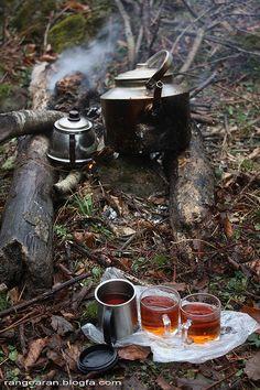 Camping Photography, Food Photography, Coffee Time, Tea Time, Camping Sauvage, Turkish Tea, Aesthetic Photography Nature, Camping Coffee, Tea Art