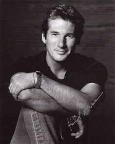 Richard Gere also one of the very handsome men that are much older now. Famous Men, Famous Faces, Pretty People, Beautiful People, Actrices Hollywood, Cindy Crawford, Hollywood Stars, Gorgeous Men, He's Beautiful