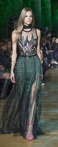 Elie Saab Spring-summer 2018 – Ready-to-Wear – www.c… – ©ImaxTree Elie Saab Spring-summer 2018 – Ready-to-Wear – www. Fashion 2018, High Fashion, Fashion Show, Fashion Outfits, Fashion Design, Fashion Clothes, Fashion Art, Style Fashion, Style Haute Couture