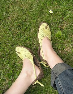 totally going to knit my own shoes! http://www.letko.info/archives/26.html
