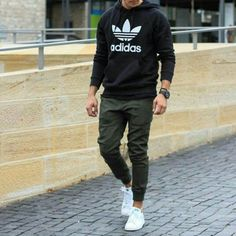 Guys Back to School Fashion - Casual Comfy Outfit - Adidas hoodie + Joggers + Adidas Stan Smith Sneakers Mode Masculine, Mode Man, Hipster Man, Herren Outfit, Men Street, Fashion Essentials, Mode Outfits, Mode Style, Boy Fashion