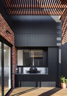 Shou Sugi Ban And Recycled Brick Make This Australian House Stand Out This small deck has a built-in outdoor kitchen with room for a tabletop bbq. Brick Cladding, House Cladding, Facade House, Small Outdoor Kitchens, Outdoor Rooms, Small Patio, Pool House Piscine, Renovation Facade, Timber Battens