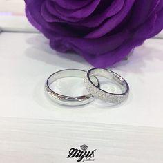 Love and stardust ❤️💫 #burme #weddingrings #belozlato #gold #zlatar #zlatara #zlataramijic #grocka #beograd #srbija #goldsmith #vencanica #wedding #vencanje #svadba #prsten #bride #instasmithy #instajewelrygroup #love #weddingbands #ljubav