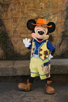 Mickey Mouse ~ Mickey & Friends' Greeting Trail