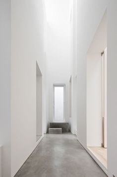 @hedviggen ⚓️ found on pinterest | hallways  | interior design | interior styling | walls | floor  | modern | minimal | workspace | studio | atelier | hallway |  light-filled hallway // concrete