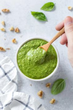 Spinach Basil Pesto | This vegan pesto recipe is super easy and uses nutritional yeast instead of parmesan cheese. It's great on pasta, zucchini noodles and even spaghetti squash! #dairyfree #pesto Spinach Basil Pesto, Basil Pesto Sauce, Basil Pesto Recipes, Green Pesto, Pesto Pasta Salad, Tomato Pesto, Dairy Free Alfredo Sauce, Dairy Free Pesto, Vegan Pesto