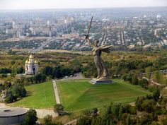 the real Statue of Liberty in Russia and around the world. Ukraine, Russia Pictures, Famous Places, Countries Of The World, Natural Wonders, Vacation Destinations, Statue Of Liberty, Paris Skyline, The Good Place