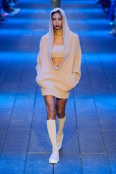 Dare to Bare http://www.harpersbazaar.com/fashion/fashion-week/g7860/new-york-fashion-week-spring-2017-trends/?slide=34