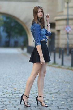 4 Days 4 Ways: How to wear a Denim Shirt #4 More on whaelse.com: http://www.whaelse.com/4-days-4-ways-wie-traegt-man-ein-denim-shirt-4/ Modeblog // Fashionblogger // Denim Shirt // Lace Details // Denim Shirt with Lace // black skirt // Forever21 Shirt // Studs // black High Heels // Asos Shoes // H&M Skirt // Knotted
