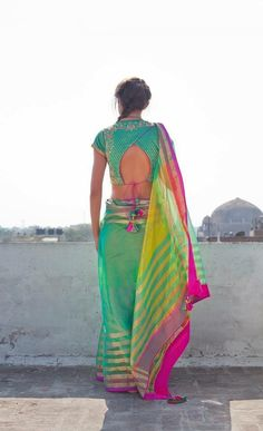 Find here the most unique blouse designs for south indian brides. From bird motifs to long sleeves, blouse for silk sarees to kanjeevarams, we have it all. Blouse Back Neck Designs, Sari Blouse Designs, Choli Designs, Blouse Styles, Blouse Patterns, Dress Designs, Indian Style, Indian Ethnic Wear, Indian Blouse